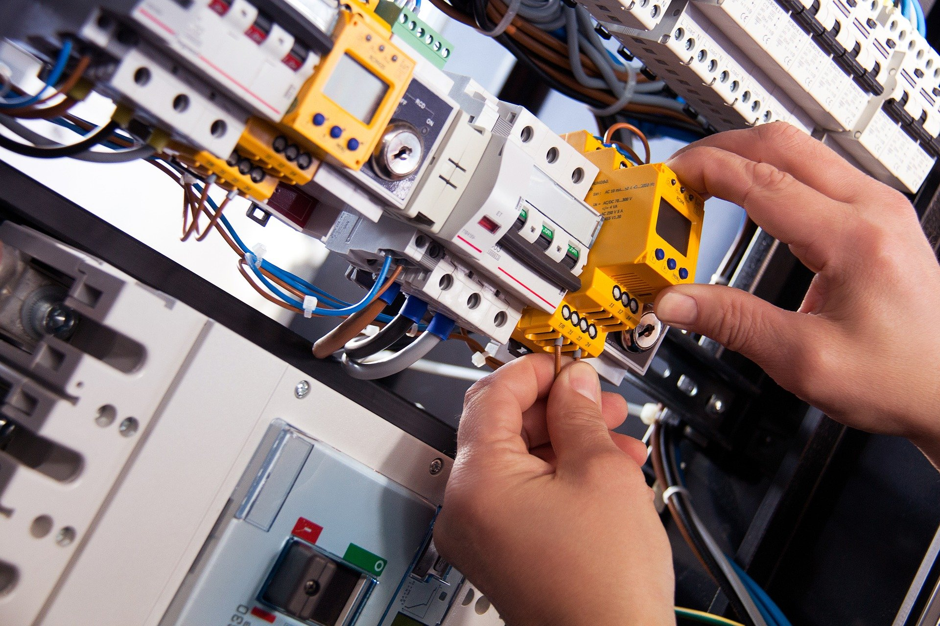 reputable commercial electricians
